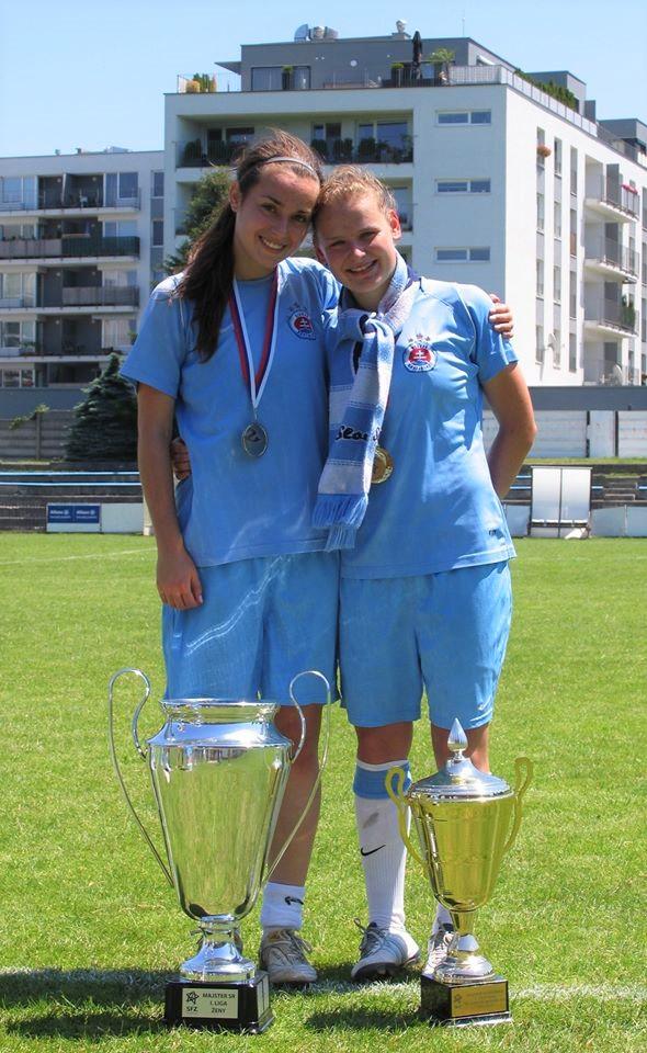 Dominika (vpravo) počas pôsobenia v Slovane Bratislava.